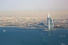 Flyg- sikt för Burj Al Arab Hotel Dubai strandhav Arkivbilder