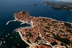 Flyg- sikt för fågelöga av Rovinj, Kroatien Arkivbilder