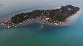 Flyg- sikt för fiskareby i den Bintan ön, Indonesien Arkivfoton