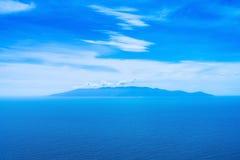 Flyg- sikt för Giglio ö från Argentario. Medelhav. Italien Royaltyfri Foto
