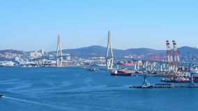 Flyg- sikt för Gwangan bro och Haeundae på soluppgång, Busan, Sydkorea lager videofilmer
