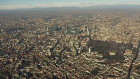 Flyg- sikt för hög höjd av Milan cityscape italy lombardy stock video