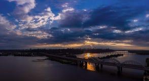 Flyg- sikt för Kiev bro Royaltyfri Bild