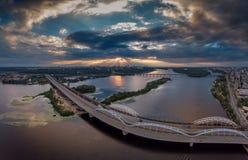 Flyg- sikt för Kiev bro Arkivfoto