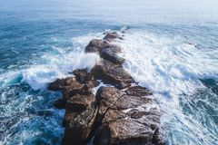 Flyg- sikt för kustlandskap av sceniskt område för Waimushan sjösida arkivfoto