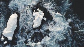 Flyg- sikt för majestätisk bränning för Antarktishavvatten lager videofilmer