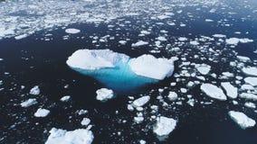 Flyg- sikt för majestätiskt för Antarktis hav för öppet vatten stock video