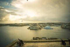 Flyg- sikt för maltesiskt landskap av exotisk arkitektur Malta för medelhavs- panorama arkivfoto