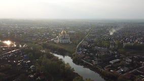 Flyg- sikt för Morshansk stad Den Ipatiev kloster ?r en manlig kloster som placeras p? banken av den Kostroma floden precis mitt  lager videofilmer