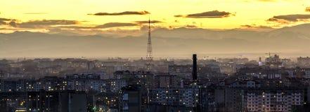 Flyg- sikt för natt av den Ivano-Frankivsk staden, Ukraina Plats av den moderna nattstaden med ljusa ljus av högväxta byggnader o Royaltyfria Foton