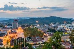Flyg- sikt för natt av Ljubljana Arkivfoton