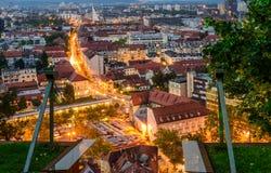 Flyg- sikt för natt av Ljubljana Arkivbilder