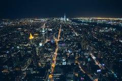 Flyg- sikt för natt av New York City Arkivbilder