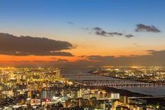 Flyg- sikt för Osaka cityscape med skönhet efter solnedgång Royaltyfri Foto