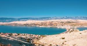 Flyg- sikt för Pag-ö Sikten på det kroatiska havet, Dalmatia, Kroatien royaltyfri bild