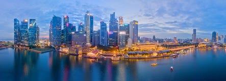 Flyg- sikt för Singapore affärsområde arkivfoto