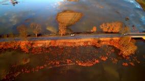 Flyg- sikt för solnedgångväg stock video