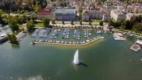 Flyg- sikt för springbrunn och lyxMarina Boats In Zurich Switzerland Royaltyfria Bilder