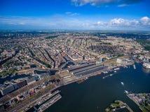 Flyg- sikt för stad över Amsterdam Arkivfoto