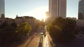 Flyg- sikt för stads- för landskappendlarefolk för person för stad solnedgång för cityscape arkivfilmer