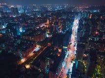 Flyg- sikt för Taoyuan stadshorisont - Asien modern affärsstad, bruk för sikt för öga för fåglar för cityscapenattsikt surret på  royaltyfria bilder