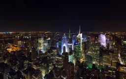 Flyg- sikt för Times Squarepanorama på natten Arkivbilder