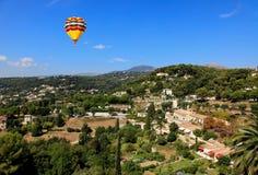 Flyg- sikt från byn av Saint-Paul Frankrike Royaltyfri Bild