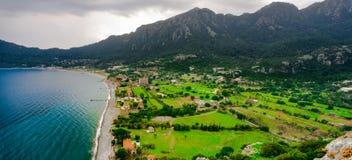 Flyg- sikt från den Marmaris, Kumlubuk stranden, havet och berget Ferie- och sommarbakgrund Amos Ancient stad Lycian v?g royaltyfri foto