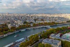 Flyg- sikt från Eiffeltorn av floden Seine Arkivbilder