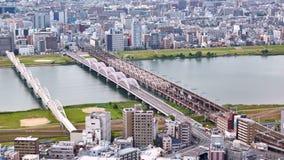 Flyg- sikt från Umeda himmelbyggnad på den Yodo floden, Osaka, Japan arkivfilmer