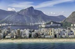 Flyg- sikt för hög vinkel av den Ipanema stranden i Rio de Janeiro Royaltyfri Fotografi
