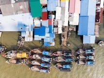 Flyg- sikt i fiskareby arkivfoto
