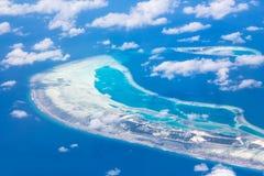 Flyg- sikt - korallatoller, Maldiverna Arkivbilder