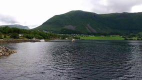 Flyg- sikt, Lofoten öar, Reine, Norge stock video