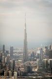 Flyg- sikt på Burj Khalifa i Dubai Royaltyfria Foton