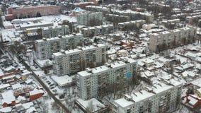 Flyg- sikt på cityscape med byggnader på vintern lager videofilmer