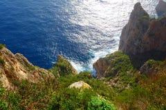 Flyg- sikt på de iconic klipporna av den Capri ön i Campania, Naples, Italien arkivfoton