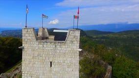 Flyg- sikt på den Anacopia fästningen och det Iverian berget stock video