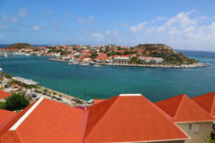 Flyg- sikt på den Gustavia hamnen i St Barts Royaltyfri Foto