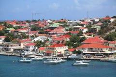 Flyg- sikt på den Gustavia hamnen i St Barts Arkivbild