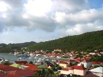 Flyg- sikt på den Gustavia hamnen med mega yachter på St Barts, franska västra Indies Royaltyfria Bilder