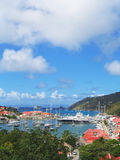 Flyg- sikt på den Gustavia hamnen med mega yachter på St Barts, franska västra Indies Royaltyfri Bild