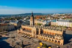 Flyg- sikt på den huvudsakliga marknadsfyrkanten i Krakow Royaltyfria Foton