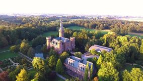 Flyg- sikt på den Moyland slotten stock video