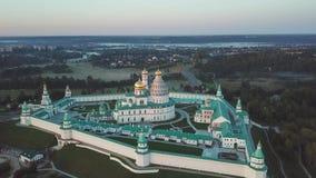 Flyg- sikt på den nya Jerusalem kloster i Istra stock video