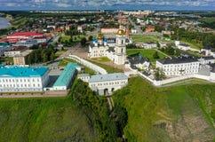 Flyg- sikt på den Tobolsk Kreml i sommardag Arkivfoton