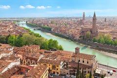 Flyg- sikt på den Verona och Adige floden Royaltyfri Bild