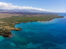 Flyg- sikt på den Waialea stranden, stor ö, Hawaii royaltyfria bilder