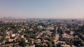Flyg- sikt på det Hollywood teckenområdet i Los Angeles arkivbilder