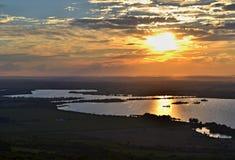 Flyg- sikt på en sjö på solnedgången Royaltyfria Bilder